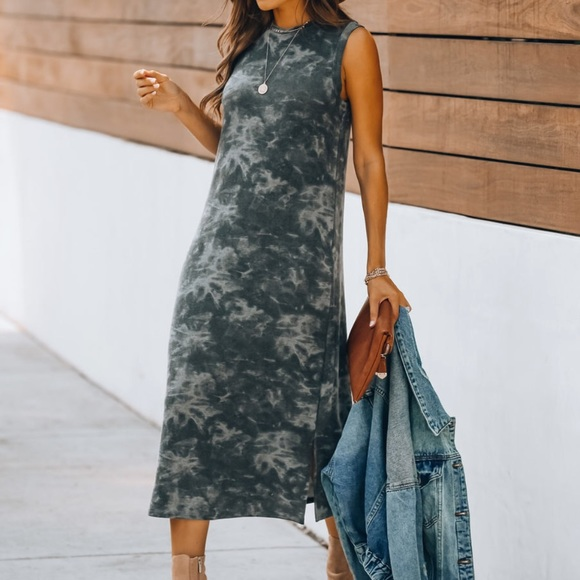 Sleeveless Tie dye soft knit midi dress